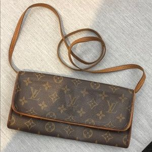 💯 % Authentic Louis Vuitton Clutch Crossbody!
